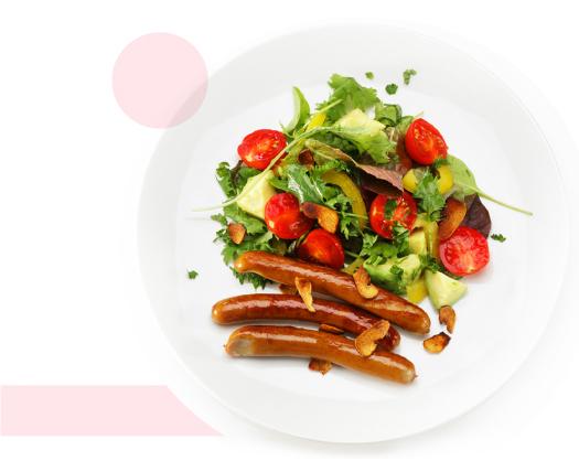 季節のサラダとベイクドソーセージ