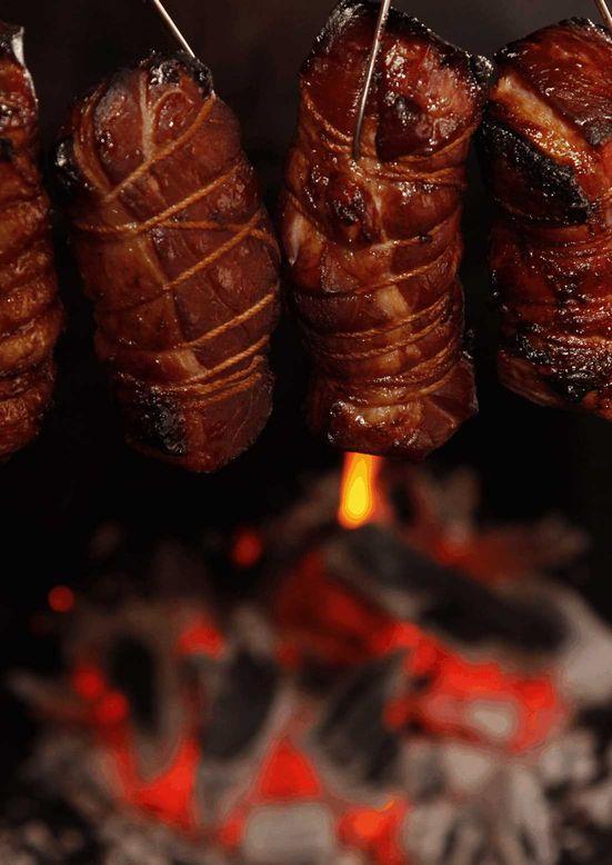 炭火香る、鹿児島ますや自慢の黒豚炭焼。お酒のおつまみにもよく合います。